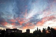 傍晚的火烧云,挺好看的。