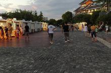 柳州东部的窑埠古镇,每天晚上在河边都有地摊经济