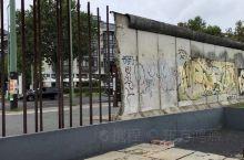 柏林墙,也成为历史。看不到戴口罩的人。