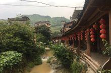 屏南山里的一个小村,名叫龙潭里。地理位置非常偏僻,比较古朴的乡村风景。没什么特别的景色,稍微逛逛就好