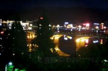 今天刚到徽州古城,夜晚的古城更美