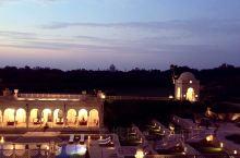 酒店和远处的泰姬陵