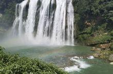 黄果树瀑布是中国最大的瀑布,在贵州安顺,景区分陡坡塘,天星桥,大瀑布三个部分,水帘洞在大瀑布,是瀑布