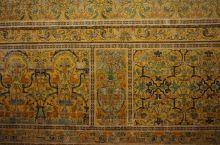塞维利亚,我们被王宫的精美所惊艳了,精美的瓷砖、拱门、回廊,尤其是拍摄过《权力的游戏》的花园,无不令