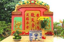 水龙圣母庙,供奉着中国的天后妈祖,越南富国岛的渔民们,出海捕鱼前都会来庙里祈求平安丰收归来,因此,香