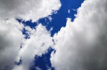 蓝色天空和白云!