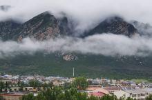 云雾缭绕的嵩山美景