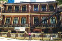 一所既宏傳的英国風情古建築,坐落於香港中上環半山,其就是香港的医学博物馆,該建築已有百年歴史,单是在