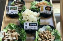 大理小众美食打卡 以菌菇为主题的小店,菌菇火锅和炒菜都有。  这次点了火锅加黑松露煎蛋,菌菇分量很足