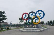 三水园,一座时尚、健康、绿色的体育主题公园。公园位于兴化城西,由原肉类联合加工厂仓储区改建而成,公园
