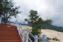 """香格里拉有个小众景点,叫""""白水台"""",据说是可以媲美土耳其棉花堡的绝世美景。从县城过去的路实在是太难行"""