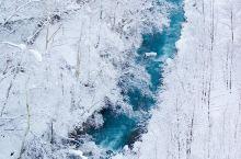 白须瀑布是从位于美瑛白金温泉十胜岳连峰的