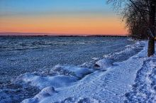 2021年第二天,全家不畏covid和严寒,鼓足勇气 ,更暖装备,外出踏雪,观落日,步道上人络绎不绝