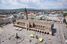 位于波兰南部的克拉科夫是波兰的第二大城市,也是波兰的旧都。在克拉科夫的老城区,有一座建于中世纪的老广