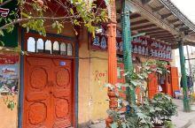库车的老城,保存得说不上好,但很有味道,有非常浓郁的民族色彩,鲜艳明亮。不过这里的打馕的店确是很吸引