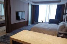 库尔勒福润德·万达锦华酒店  第一次入住喜获免费升级,了解一下。 房间空间挺宽敞(有图有真相),视野