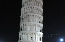 比萨斜塔被誉为中古世界七大奇迹之一,拥有八百多年历史,当初在修建时因地基不均匀与土层松软而倾斜。伟大