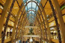 在汉堡市中心挨着阿尔斯特湖内湖有一个大型购物长廊,叫Europa Passage Hamburg,也
