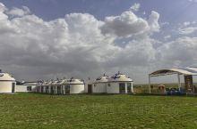 充满蒙古族风情的鄂尔多斯大草原
