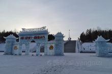 北极星广场也称西山广场,建于2002年6月,占地4.5公顷。是人们晨练、休闲、娱乐的首选场所。