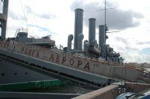 十月革命一声炮响,给中国送来了马克思列宁主义!光荣的阿芙乐尔号巡洋舰的水兵们,团结起来推翻沙皇俄国的