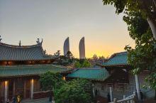 南普陀寺相当有名了。是厦门有名的景点。 厦门南普陀寺为闽南名刹,居于鹭岛名山五老峰前,背依秀奇群峰,