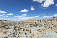 """在冈底斯山和喜马拉雅山之间的札达,沿象泉河谷有一条气势恢宏的土质莽林,这就是著名的""""札达土林"""",属第"""