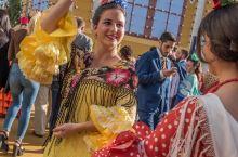 塞维利亚的热情:在四月节做一次西班牙女郎
