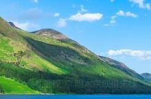 新西兰的山脉绵延不绝,在春夏时节绿意盎然,有着大自然主动拥抱你的感觉,暖风拂面让人感受到什么是沁人心