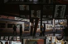 【将火车经过的风景绘制成一套明信