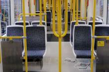 空无一人的曼彻斯特电车。科罗娜期间,还挺安全。