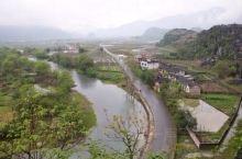 广西金秀瑶族自治县位于桂中偏东的大瑶山区,因为广西大瑶山的主体山脉在金秀瑶族自治县境内,因此,又叫金