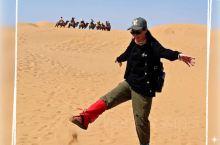 """响沙湾因""""这里的沙子会唱歌""""而得名的响沙湾。坐落在内蒙古鄂尔多斯市达拉特旗的库布其沙漠中,地处中国沙"""