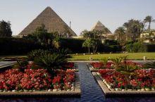 世界奇迹之一的—金字塔。