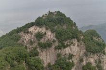 南五台森林公园位于秦岭北路,有五座毗邻的山峰组成,因位于铜川的五台之南,故称南五台,从古至今这里就是