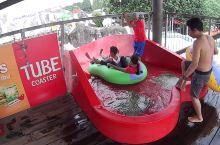 雅加达SnowBay水上乐园超有安全感的红色水滑梯 水上乐园
