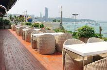 每年的生日都在泰国芭提雅休假一周。酒店最推荐的是索菲特旗下的芭拉古达,性价比真的很高。首先房间内都是
