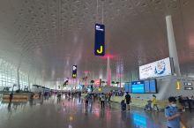 武汉天河国际机场是中国中部首家4F级民用国际机场,中国八大区域性枢纽机场之一,国际定期航班机场,对外
