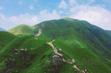 武功山位于中国江西省中西部,居罗霄山脉北支,山体呈东北—西南走向,地跨江西省萍乡市芦溪县、吉安市安福