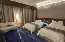 在淘金办事,入住广州远洋宾馆,地理位置优越,停车免费,房间宽大干净舒适。关键是办事顺利