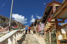 多拉神山位于西藏昌都市八宿县,徒步路线分为外圈、中圈、内圈,按中圈转一圈约需4小时,一路向上的台阶,