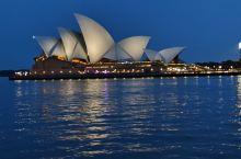 美丽的夜景 悉尼这个城市非常漂亮 城市绿化面积很高 随处可见绿地 高大的树木 政府规划也不错 很多地