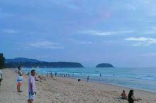 普吉岛风平浪静的海滩落日