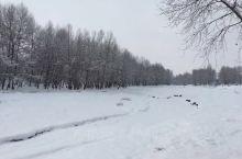 被秋雪覆盖的西北小镇