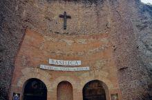 ''天使与殉教者圣母大殿''是在1563年米朗开琪罗受命利用''戴克里先浴场''残余建筑上兴建起来的