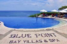 巴厘岛的蓝点,就建在海边的悬崖上。早已成为巴厘岛的名片。梦幻的水晶教堂,湛蓝的无边泳池。下面的海滩,