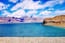 班公湖是一片奇特的湖水,东边淡水,西边咸水,颜色太过湛蓝,让人怀疑自己的眼睛。