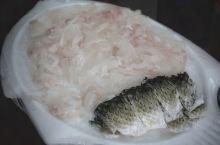 说到鱼生,许多人都会反应为日本的鱼生。殊不知,它也是中国最古老传统的食物,咱中国人已经吃了2000多