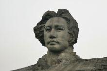 终于见到橘子洲头的毛主席青年艺术雕塑
