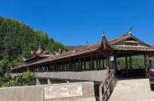 横山大桥   在屏南县,长桥村,有许多廊桥。这座横山山大桥,比较古朴,看上去是有些年代的。廊桥中间有